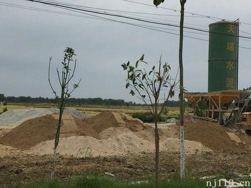 河南省息县项店镇 数家小搅拌站粉尘污染严重